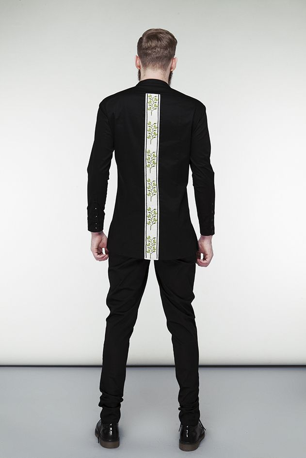 Elongated shirt with embroidery